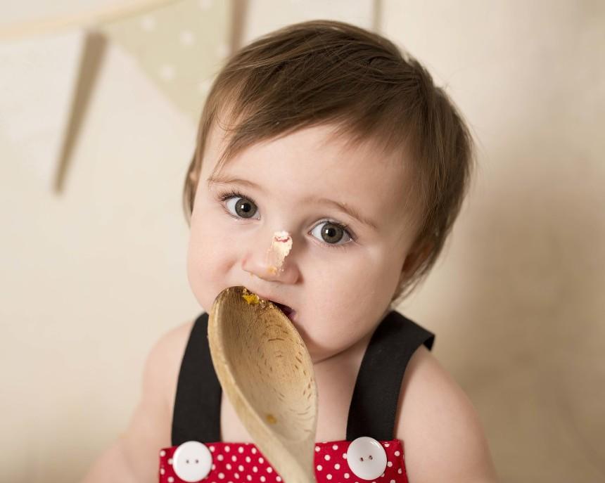 One year old girl cakesmash